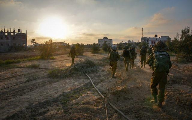 troupes de l'armée israélienne pendant l'opération Bordure protectrice (Crédit : Unité des porte-paroles de l'armée)
