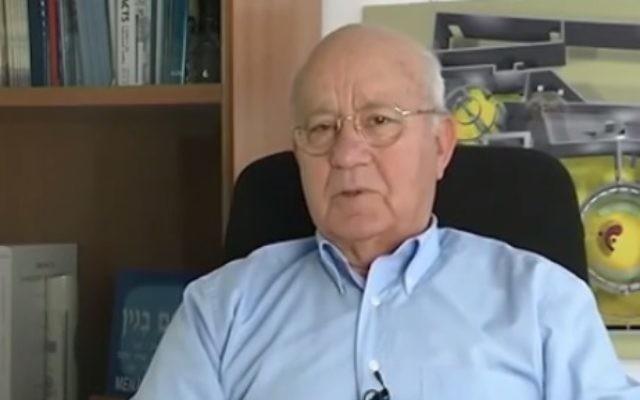 Yitzhak Hofi (Crédit : capture d'écran YouTube)