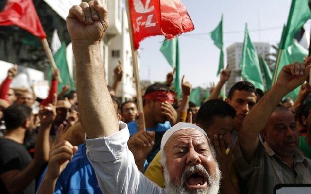 Le Hamas manifeste à Gaza pour défendre le site du mont du Temple - 17 octobre 2014 (Crédit : MOHAMMED ABED / AFP)