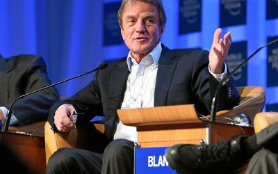 Bernard_Kouchner au Forum Économique Mondial à Davos en 2008 (Crédit : wikipedia communs/ CC BY 2.0)