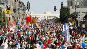 Fête des Tabernacles  à travers les rues de Jérusalem. 14 octobre 2014 (Crédit : courtoisie ICEJ)