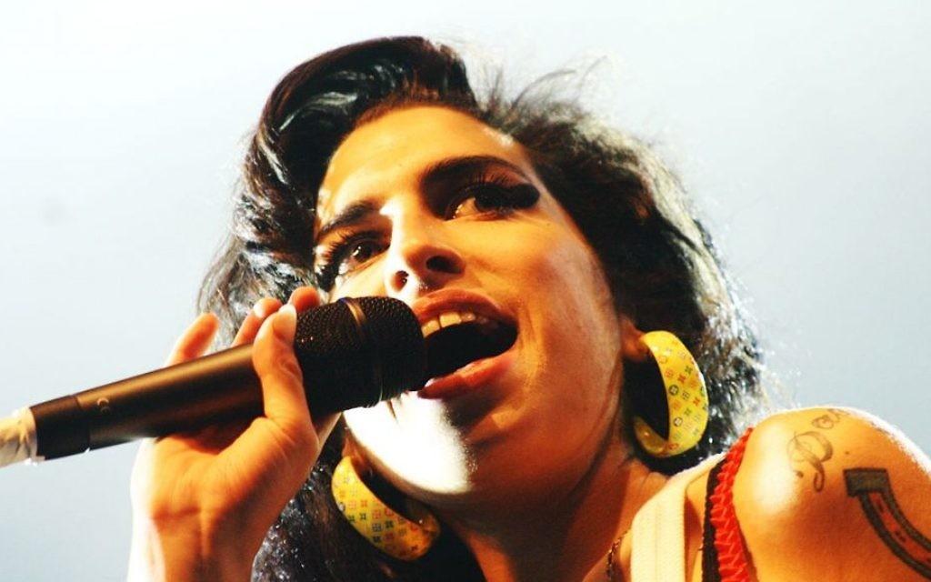 Amy Winehouse (Crédit : Festival Eurockéennes/Wikimedia Commons)