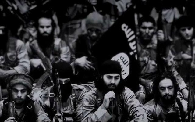 """Capture d'écran de la vidéo """"Flames of War"""" postée le vendredi 19 septembre 2014 probablement par des membres de l'Etat islamique (Crédit : Capture d'écran YouTube)"""