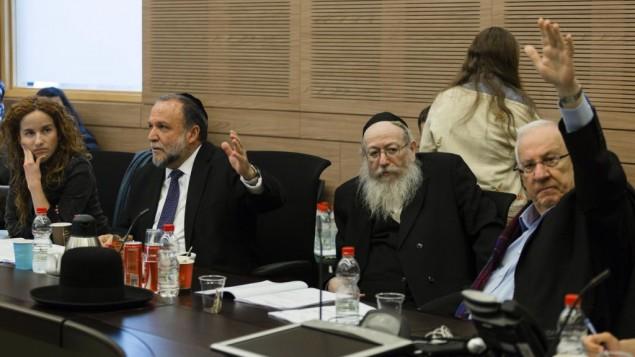 De droite à gauche  Reuven Rivlin, Yaakov Litsman, Itshak Cohen, and Stav Shaffir (Crédit : Flash90)
