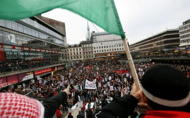 Photo d'illustration d'une manifestation pro-palestinienne à Stockholm, Suède, le 20 janvier 2009 (Crédit : Miriam Alster / Flash90)