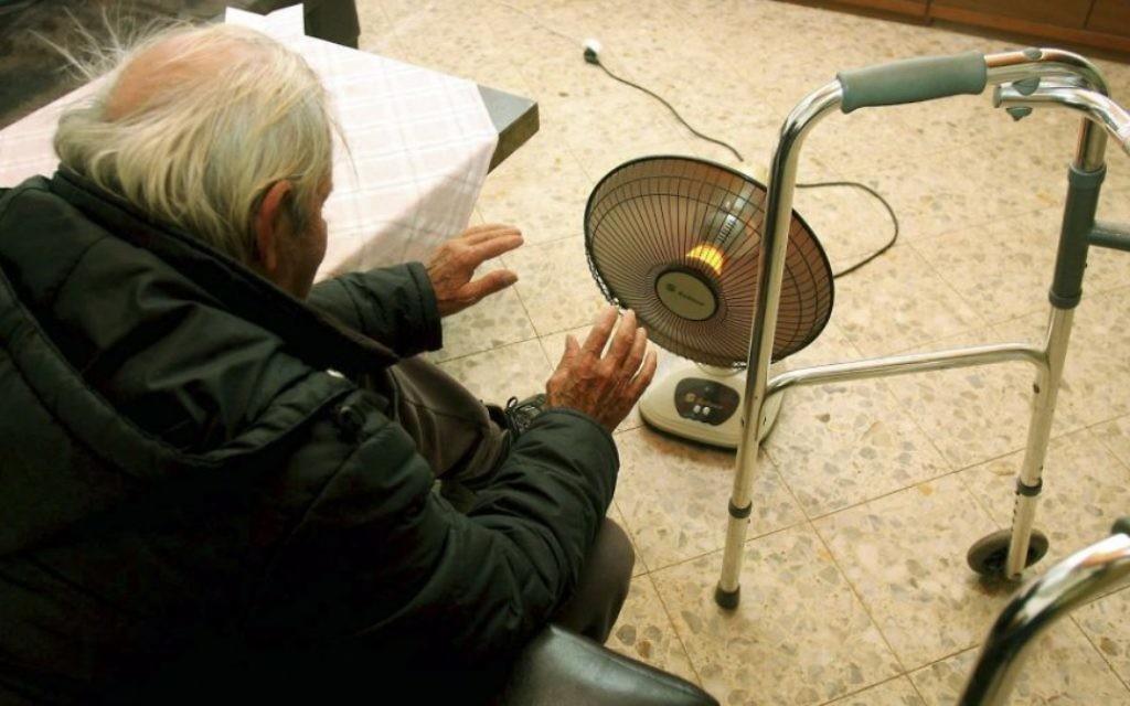Uu survivant de la Shoah en 2009 (Crédit : Edi Israel/Flash90)