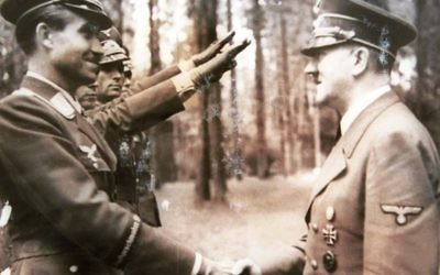 Reproduction d'Adolf Hitler à partir des archives du chasseur de nazis Tuviah Friedman (Crédit : Roni Schutzer / Flash90)