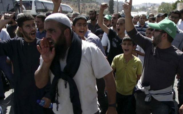 Manifestation contre la limitation d'accès aux musulmans au mont du Temple (Crédit : Mohammar Awad / FLASH90)