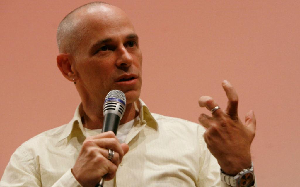 Gadi Taub, auteur israélien, parle au Festival international des écrivains à Jérusalem le 6 mai 2010  (Crédit : Miriam Alster / FLASH90)