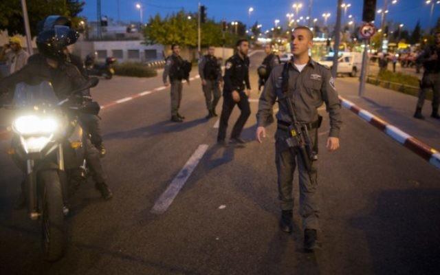 Des troupes israéliennes à Jérusalem-Est (Crédit : Yonatan Sindel/Flash90)
