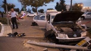 Périmètre de sécurité établi autour de la station de tramway où un bébé a été tué après une attaque au bélier - 22 octobre 2014 (Crédit : Yonatan Sindel/Flash 90)