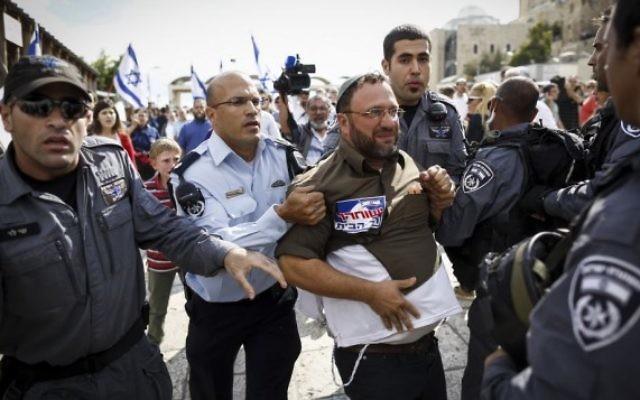 La police israélienne arrête un activiste d'extrême-droite qui voulait se rendre au mont du Temple (Crédit : Yonatan Sindel/Flash90)
