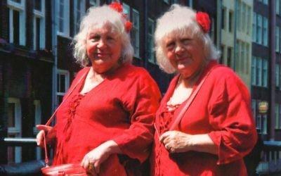 Martine, à gauche, et Louise Fokkens à Amsterdam en 2010 (Crédit : Aspekt Publishers)