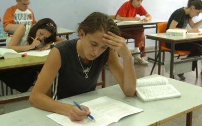 Un étudiant passe un examen (Crédit : Flash 90)