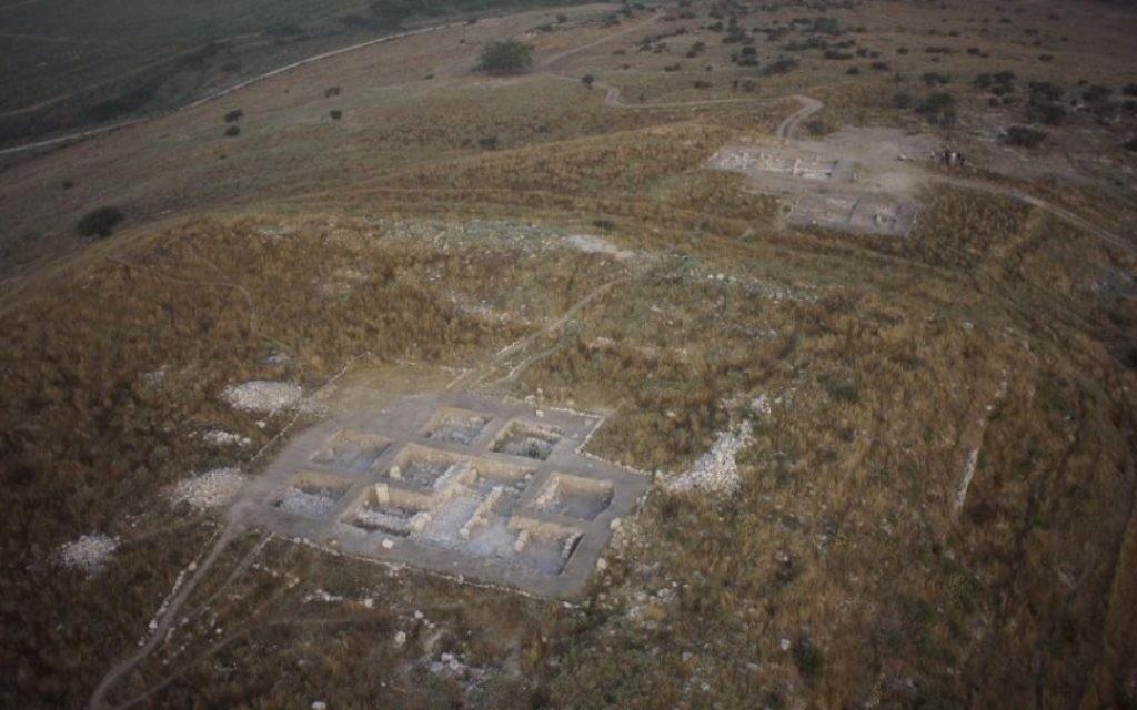 Une vue aérienne de Tel Burna, un site cananéen près de Kiryat Gat. (Crédit : autorisation Skyview)