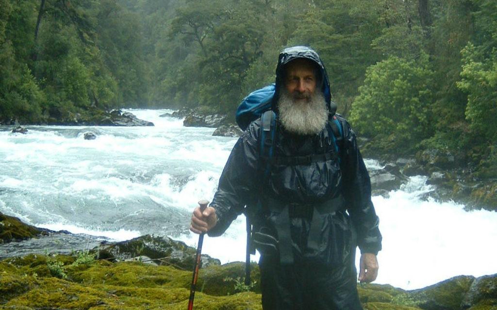 Hilik Magnus, le fondateur et le directeur de Magnus international, sur une mission dans le sud du Chili (Crédit : autorisation Hilik Magnus)