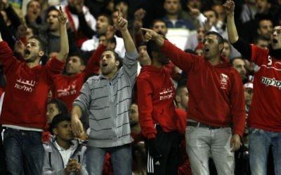 Des suporters de l'équipe de Bnei Sakhnin - février 2013 (Crédit : flash 90)