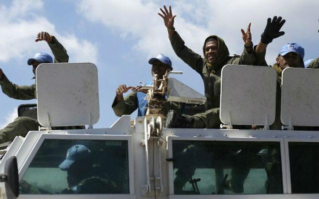 Des Casques bleus fidjiens de la Force des Nations Unies chargée d'observer le dégagement (FNUOD), le 15 septembre 2014. (Crédit : AFP/Jalaa Marey)