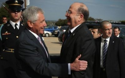 Chuck Hagel et Moshe Yaalon - 21 octobre 2014 (Crédit : Alex Wong/Getty Images/AFP)