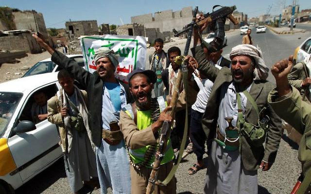Des rebelles de l'armée yéménite chiite Houthi, le 21 septembre, 2014 (Crédit : AFP / Mohammed Huwais)