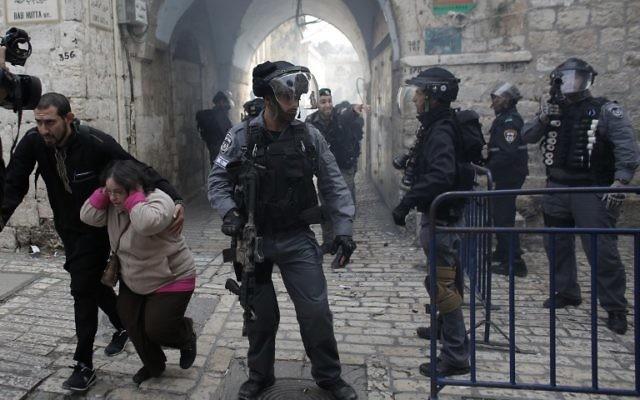 La police des frontières israélienne dans la Vieille Ville (Crédit : AFP)