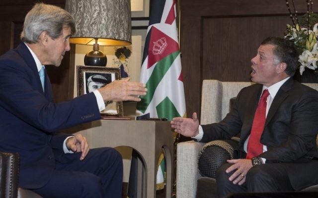 John Kerry et le roi Abdallah II de Jordanie le 13 novembre 2014 (Crédit : NICHOLAS KAMM / POOL / AFP)