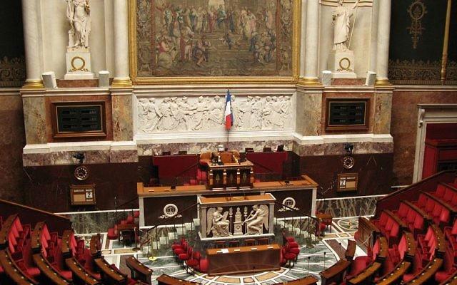 Hémicycle de l'Assemblee nationale (Crédit : Coucouoeuf/CC BY SA 3.0/Wikimedia communs)