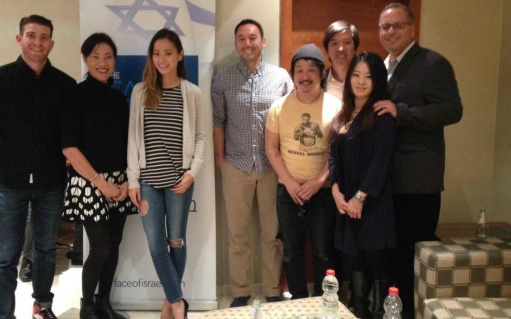 Bryan Greenberg, Janet Yang, Jamie Chung, Steve Bryne, Bobby Lee, Dan Lin, Julia Ling et Chanan Elias (Crédit : Jessica Steinberg/Times of Israel)