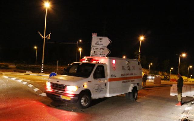 Des soldats israéliens sur les lieux de l'attentat du 5 novembre (Crédit : Gershon Elinson/Flash90)