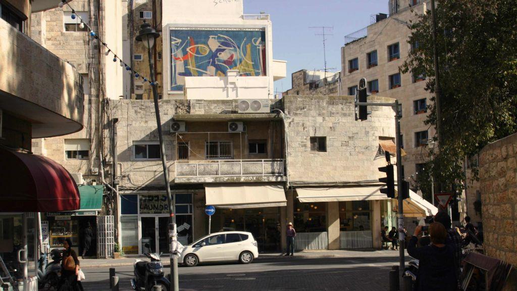 Exposition sur la rue Shmuel HaNagid (Crédit : Shmuel Bar-Am)