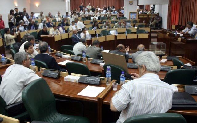 Les députés palestiniens assistent à une session du Conseil législatif palestinien à Ramallah, le 11 juillet 2007 (Crédit : Ahmad Gharabli/Flash90)