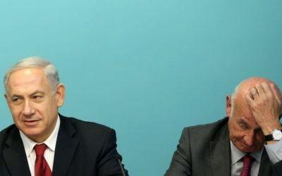 Benjamin Netanyahu et Yaakov Peri - juin 2013 (Crédit : Marc Israel Sellem/POOL/FLASH90)