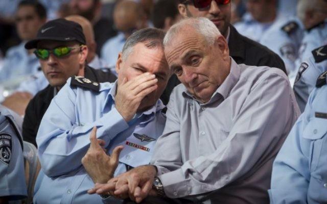 Yohanan Danino et Yitzhak Aharonovitch - 12 novembre 2014 (Crédit : Miriam Alster/Flash90)