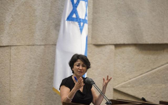 La députée Hanin Zoabi lors d'un discours à Knesset (Crédit : Flash 90)