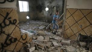 La maison du terroriste Abdelrahman al-Shaludi après avoir été détruite par les Israéliens le 19 novembre 2014 (Crédit : Ahmad Gharabli/AFP)