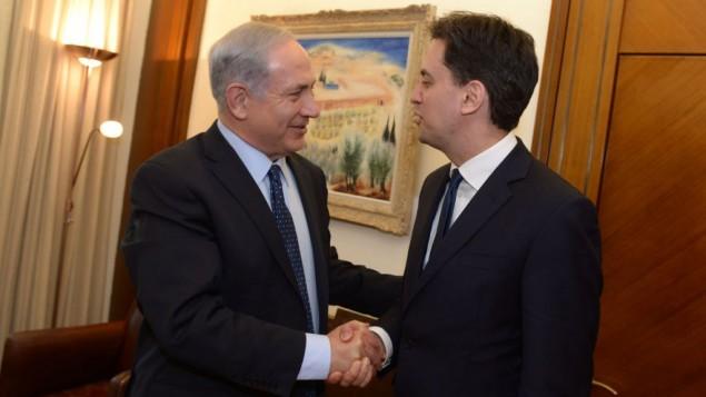 Le Premier Ministre Benjamin Netanyahu (à gauche) et le dirigeant du Parti travailliste britannique Ed Miliband, au bureau du Premier ministre à Jérusalem le 10 avril 2014 (Crédit : Haim Zach/GPO/Flash90)