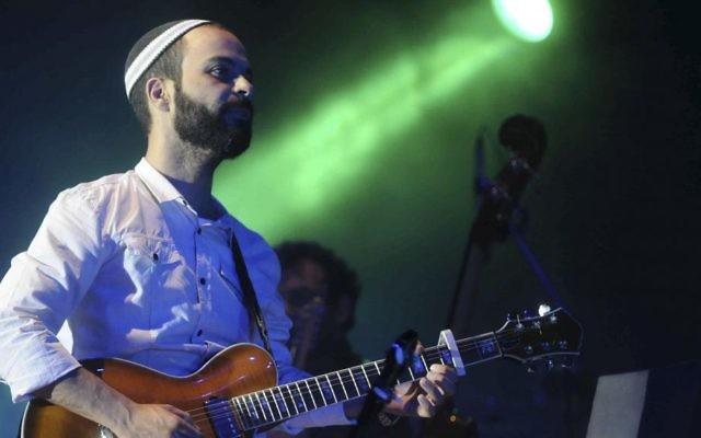 Le chanteur Amir Benayoun (Crédit : Yossi Zeliger/Flash90)