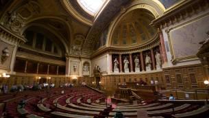 L'hémicycle du Sénat français en septembre 2009 (Crédit : Romain Vincens/CC BY SA 3.0/Wikimedia communs)