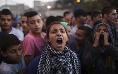 Manifestation palestinienne à Issawiya, à Jérusalem-Est, le 12 novembre 2014 (Crédit : Hadas Parush/Flash90).