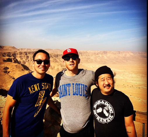 Steve Bryne, Bryan Greenberg and Bobby Lee à Masada (Crédit : Autorisation Bryan Greenberg)