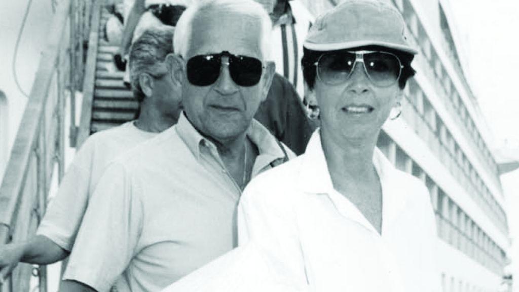 Sylvia et son mari en croisière quelques mois avant son décès (Crédit : Autorisation de Keshet Publishing)