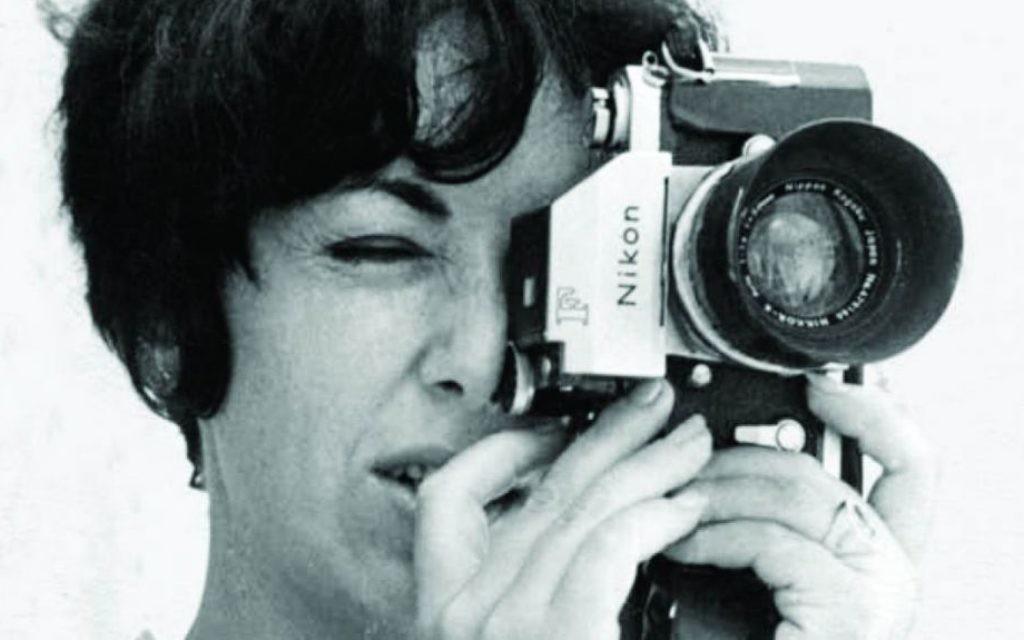 Sylvia sous son identité canadienne de Patricia Roxburgh (Crédit : Autorisation de Keshet Publishing)
