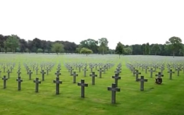 Cimetière de guerre allemand d'Ysselsteyn, Pays-Bas où l'ambassadeur allemand participera à la commémoration de la Seconde Guerre mondiale. (Crédit : Capture d'écran You Tube)