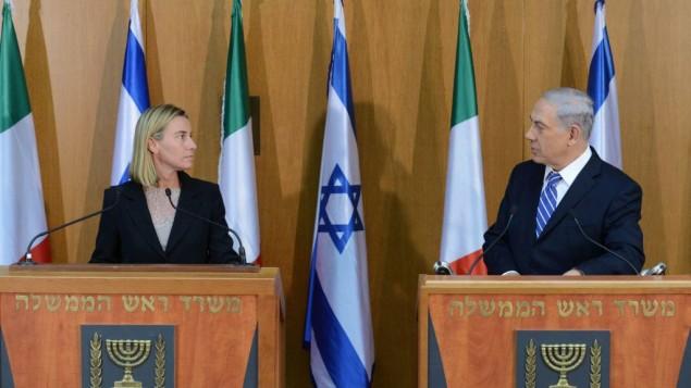 Benjamin Netanyahu et Federica Mogherini à la Knesset le 16 juillet 2014 (Crédit : Kobi Gideon/GPO/Flash90)