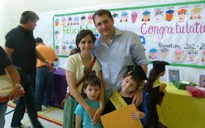 Julie et Nathanael Weill avec leurs fils Eytan et Lior en 2013. (Crédit : autorisation)