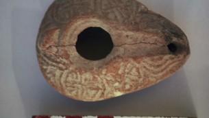 Ancienne lampe à huile trouvée à Bethléem de Galilee du temps de Jésus (Courtesy Aviram Oshri)