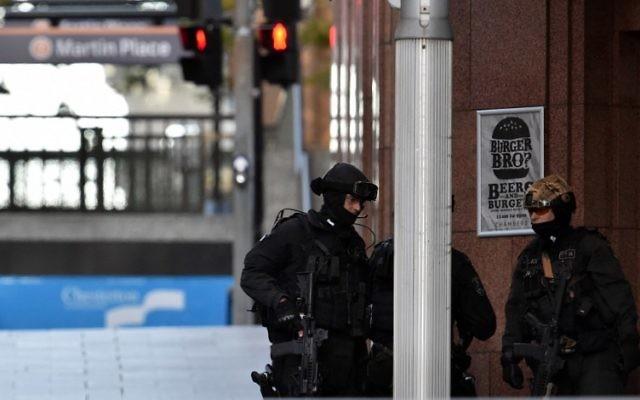 Sydney : le preneur d'otages réclame un drapeau de l'EI, évoque 4 bombes  (Crédit : AFP PHOTO / SAEED KHAN)