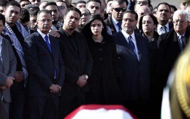 Enterrement de Ziad Abou Eïn à Ramallah, sa famille aux côtés de Mahmoud Abbas  - 11 décembre 2014 AFP PHOTO / AHMAD GHARABLI