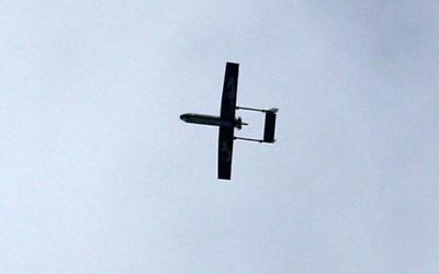 Un drone appartenant aux Brigades al-Qassam, la branche armée du Hamas, vole au-dessus de Gaza Ville, le 14 décembre 2014. Illustration. (Crédit : Mahmud Hams/AFP)