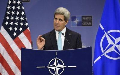 Le Secrétaire d'Etat américain John Kerry à Bruxelles,  le 2 décembre 2014 (Crédit : John Thys / AFP)